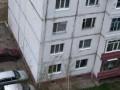 Малолетний ребенок выпал из окна пятого этажа в Нерюнгри