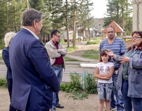 Ближе к людям: Леонид Олейник начал встречи с населением во дворах