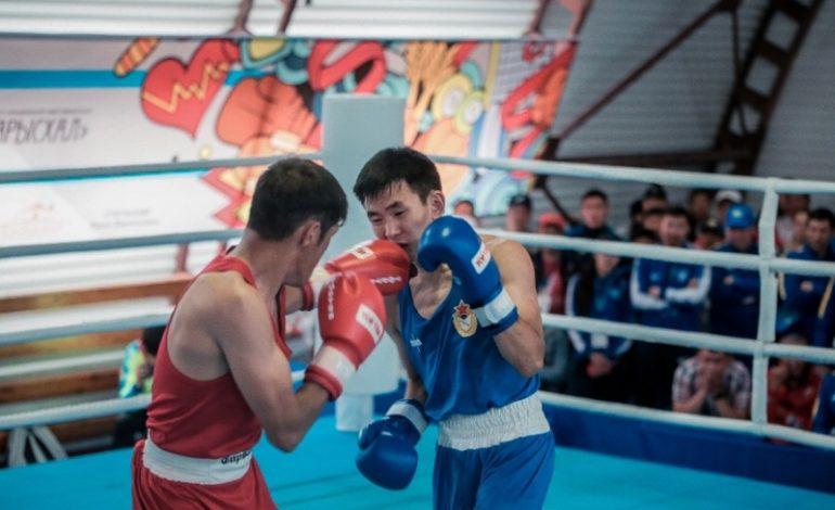 В Амге определились полуфиналисты по боксу в пяти весовых категориях