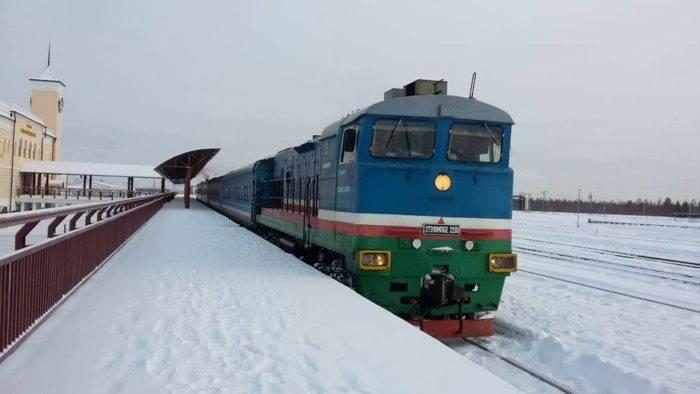 С 3 декабря пассажиров поезда до вокзала Нижний Бестях будут возить на микроавтобусах