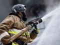 Двоих человек спасли во время пожара в жилом доме в Ленске