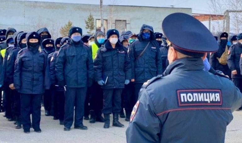 Проверка самоизолированных, поимка праздношатающихся и бутлегеров: работа полиции Якутска в условиях борьбы с коронавирусом