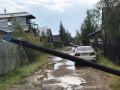 Ураган повредил дома и линии электропередачи в Мирном