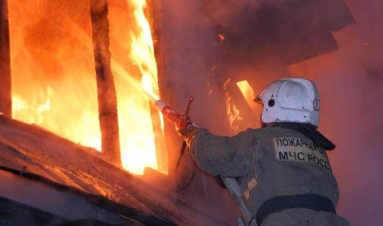 В Нерюнгри за одну ночь произошли пожары в шести жилых домах. Предполагаемая причина во всех случаях — поджог