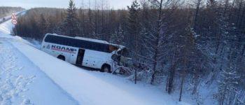 В Нерюнгринском районе автобус с пассажирами столкнулся с большегрузом