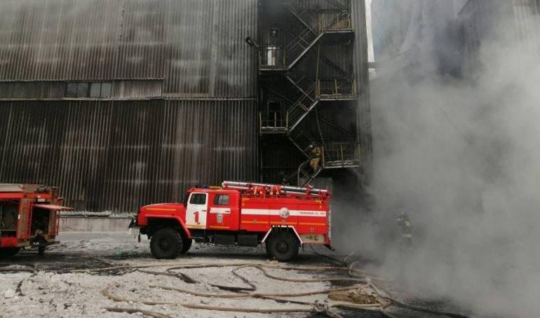 В Нерюнгри загорелась обогатительная фабрика